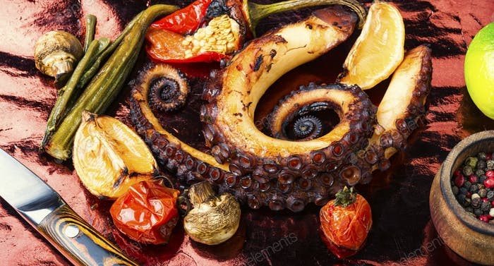Gegrillter Tintenfisch mit Gemüse