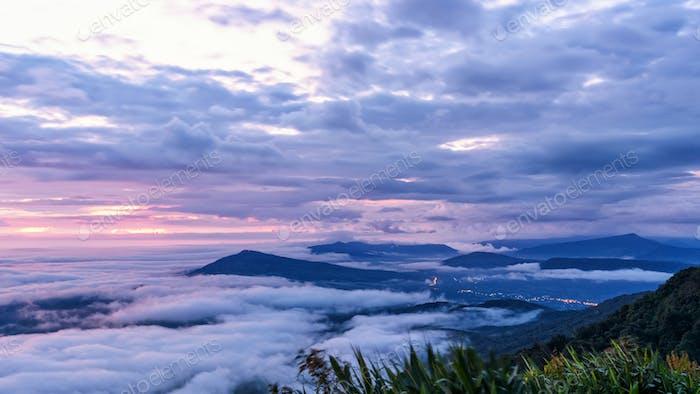 Sonnenaufgang im Nationalpark Phu Ruea