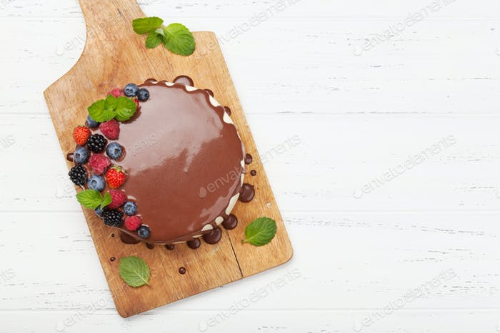 Cheesecake with berries and chocolate