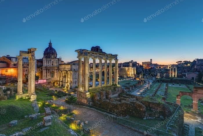 Die berühmten Ruinen des Forum Romanum