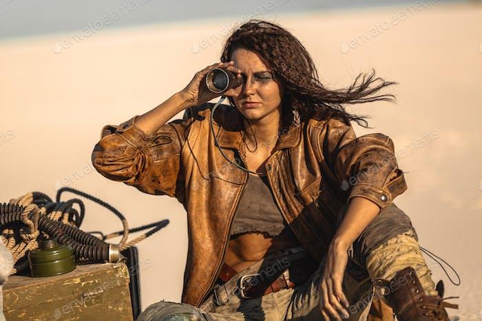 Post apokalyptische Frau im Freien in einem Ödland