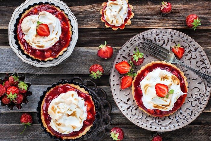 Erdbeer Baiser Törtchen