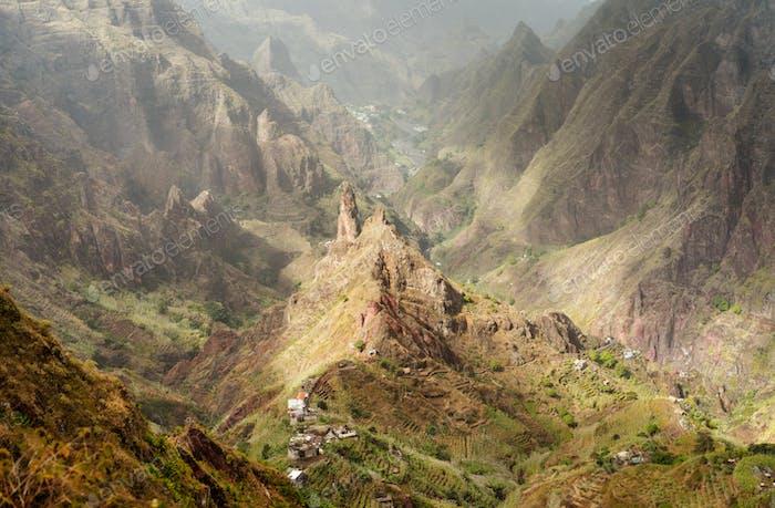 Santo Antao, Kap Verde. Berggipfel im trockenen Xo-Xo Tal. Scenic beeindruckende Landschaften von