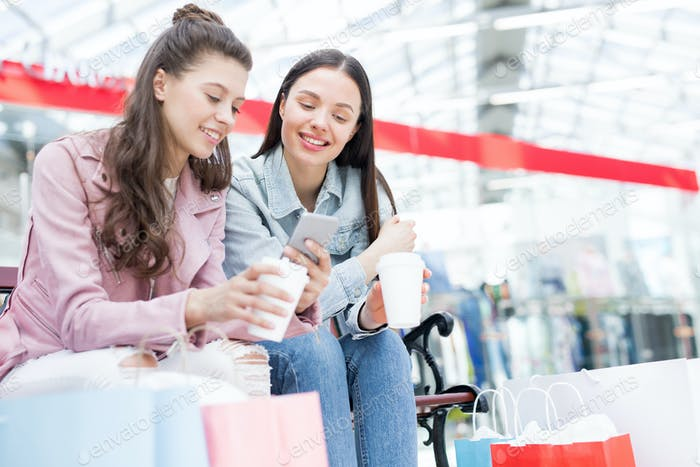 Jugend in der Freizeit im Einkaufszentrum