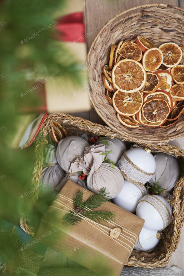 Natural Christmas decoration in baskets