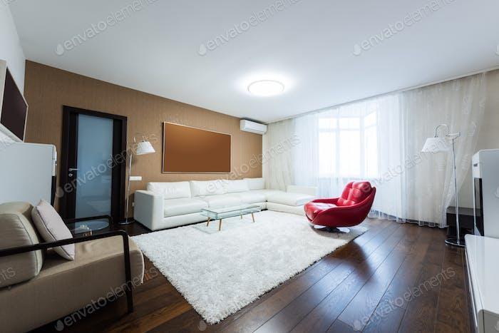 Blick auf leeres modernes Wohnzimmer