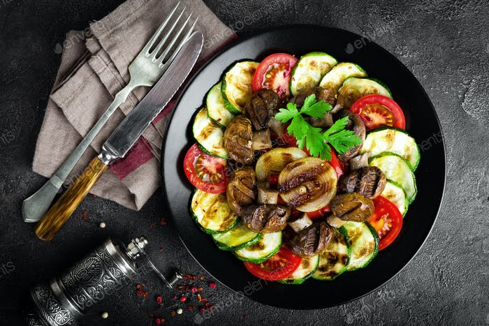 Salad with fresh and grilled vegetables and mushrooms