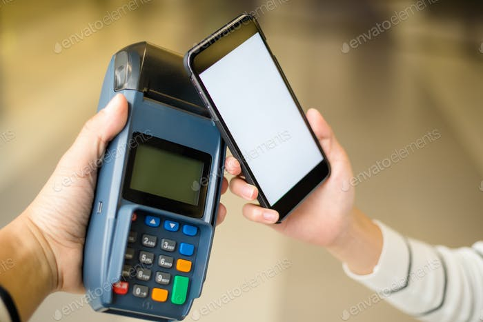 Customer pay by smartphone with NFC