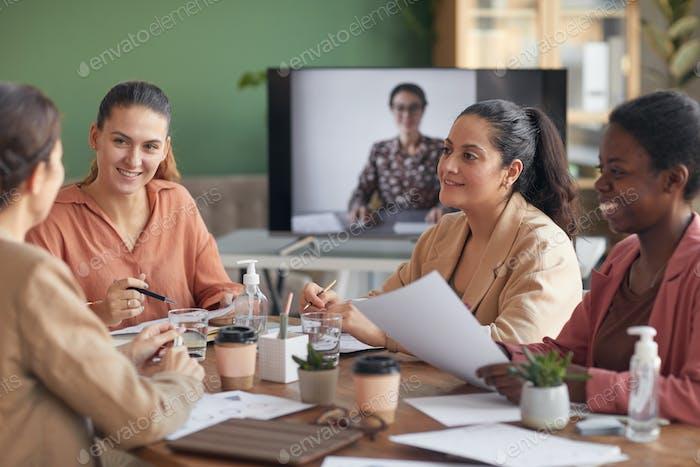 Reunión de negocios con participación remota