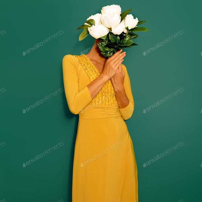 Sensual vintage Lady with a bouquet of peonies. Spring Style min