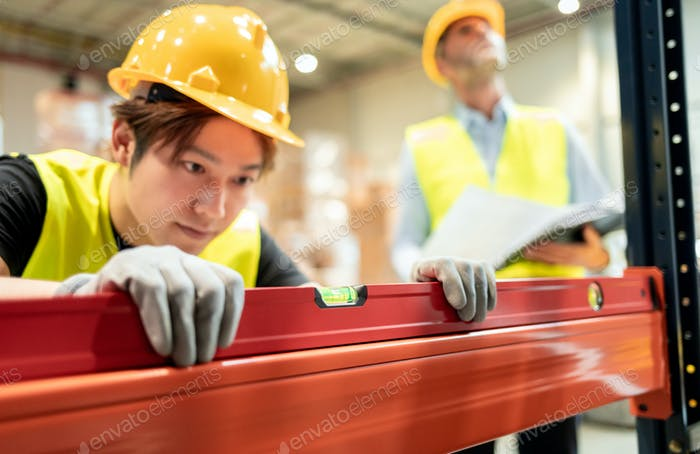 Building a steel construction and checking level