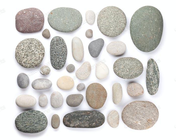 Set aus verschiedenen Meeresteinen. Isoliert