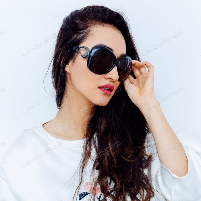 Brunette Girl in stylish Eyewear. Fashion Sunglasses