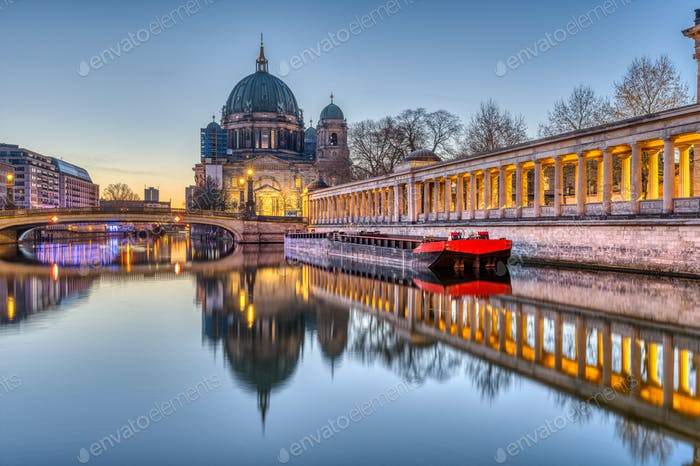 The Berlin Cathedral before sunrise