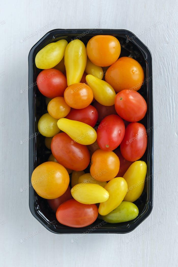 Tablett mit hausgemachten Tomaten