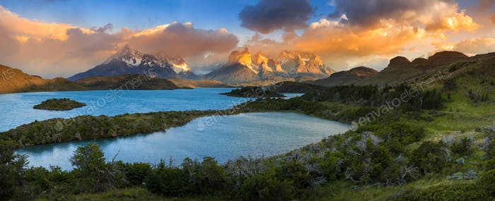 Lago Pehoe, National Park Torres del Paine in southern Chile.