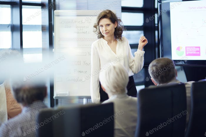 Business woman cooperating with crowd