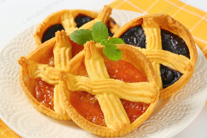 Aprikosen- und Pflaumenmarmelade Torten