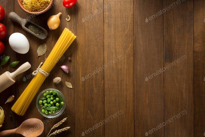 Gewürz und Kraut auf Holz