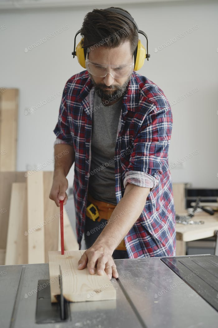 Front view of carpentry cutting on a circular saw