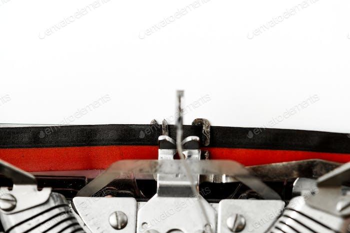 Закрытие ретро пишущей машинки