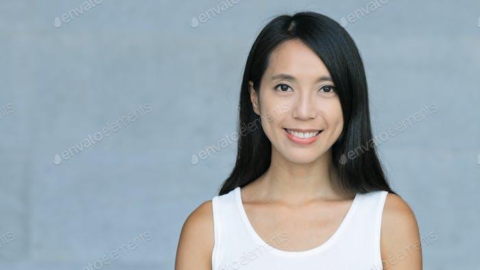 Retrato mujer asiática joven