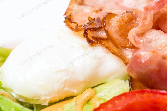 Warm bacon salad with mozzarella and tomatoes.