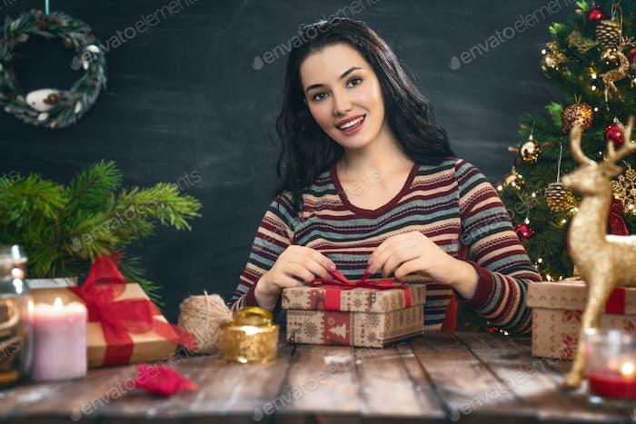 Frau Vorbereitung ein Weihnachtsgeschenk