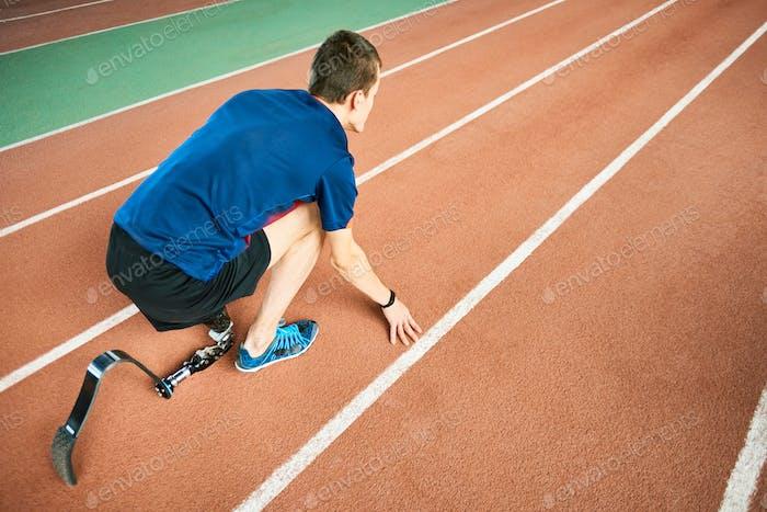 Behindertensportler bereit zum Laufen