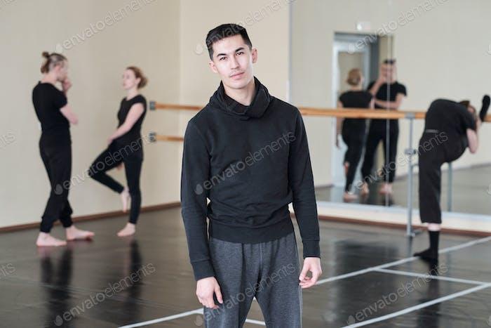 Moderner männlicher Tänzer Porträt