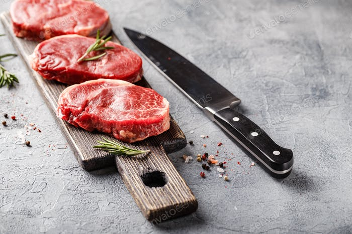 Shoulder cut, suitable for grilling and pan.