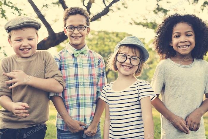 Casual Kinder Fröhlich Cute Friends Kids Joy Konzept