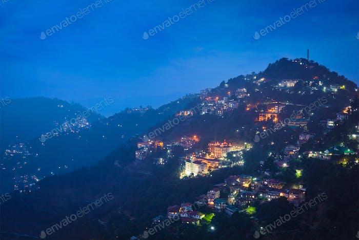 Vista Noche de la ciudad de Shimla, Himachal Pradesh, India