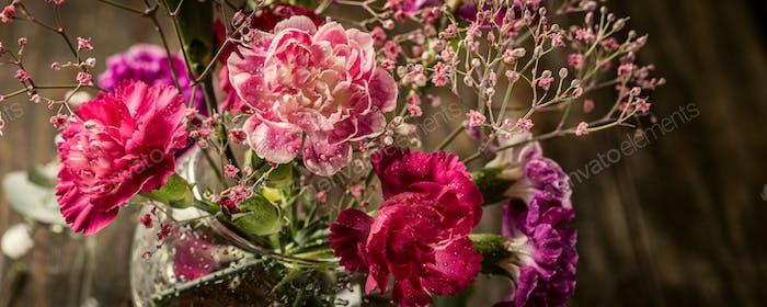 Blumenstrauß von rosa Nelke