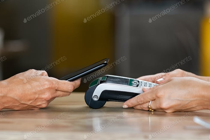 Paying with contactless smartphone
