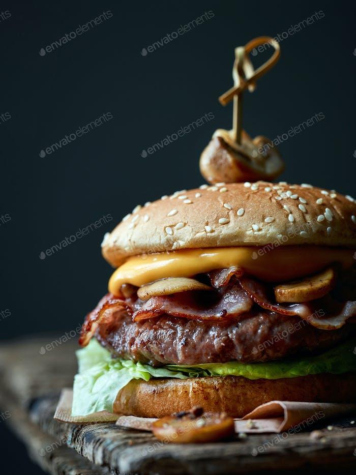 frischer schmackhafter Burger