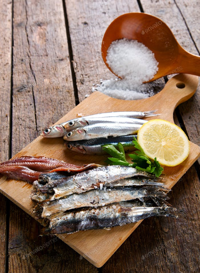 Marinated anchovies with coarse salt, lemon and parsley