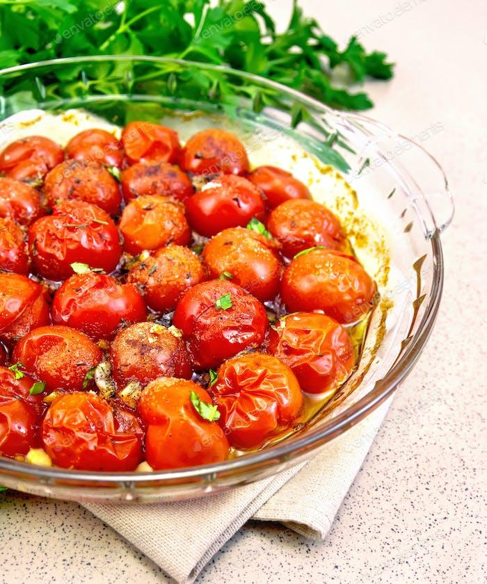 Tomaten auf Granittisch gebacken