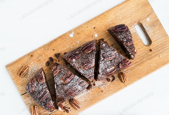 Pecan brownie cake