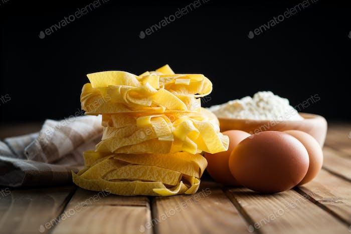 Rohe Tagliatelle Pasta.