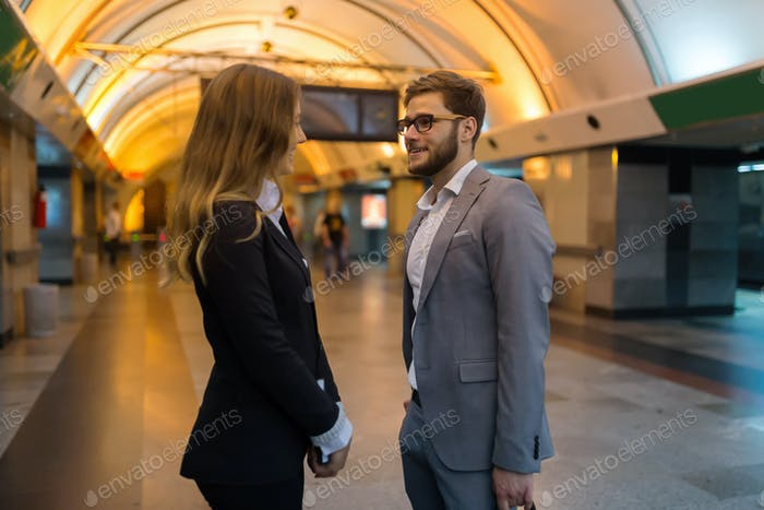 Couple talking while waiting for subway