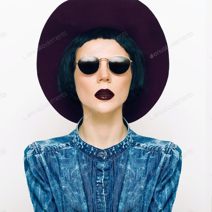 fashion portrait glamorous lady in a vintage hat and glasses