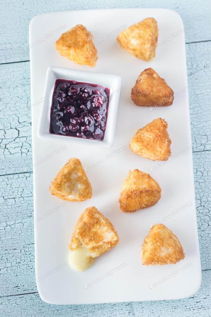 Brie Krapfen mit Cranberry-Sauce