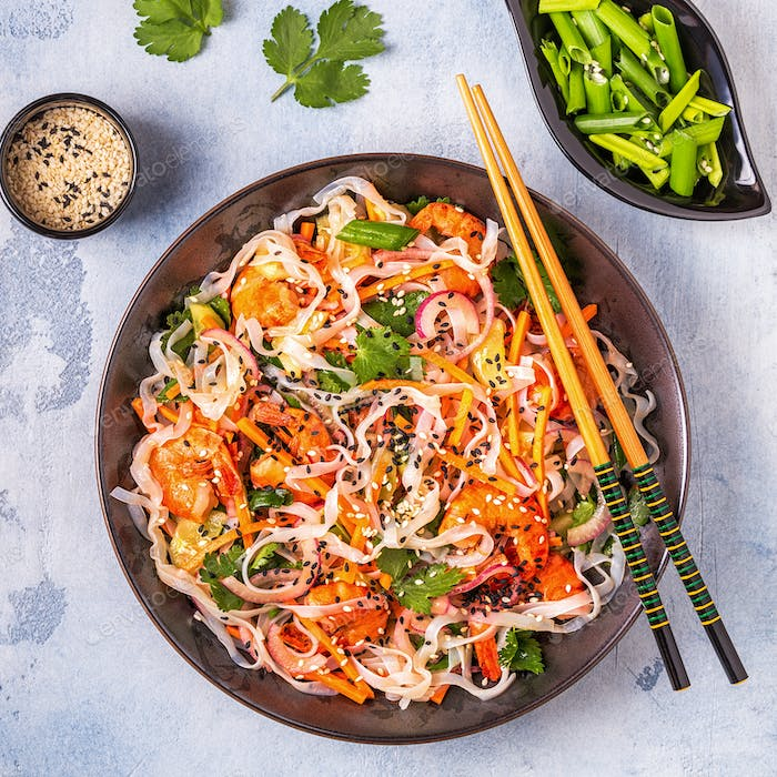 Asian salad with rice noodles, shrimp and vegetables.