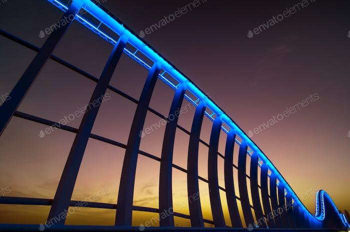 Удивительный ночной Дубайский VIP мост с красивым закатом. Приватный ро