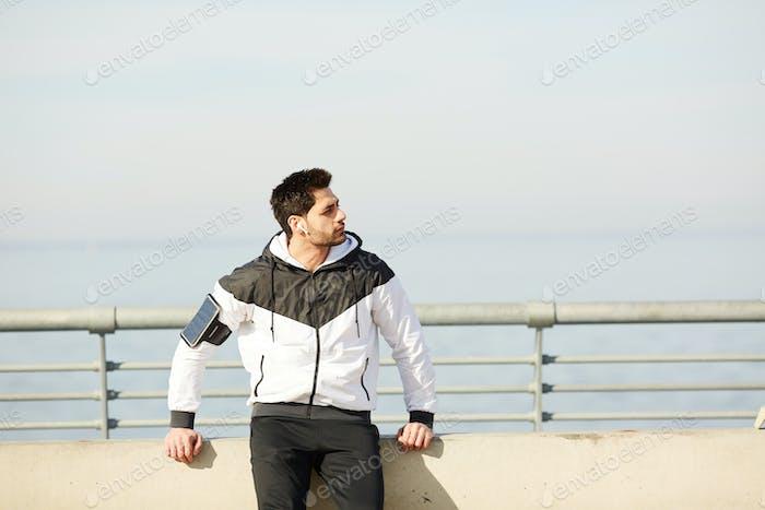 Mann in Sportbekleidung