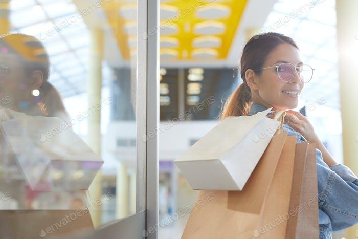 Modell im Einkaufszentrum