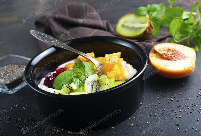 oat flakes with fruit