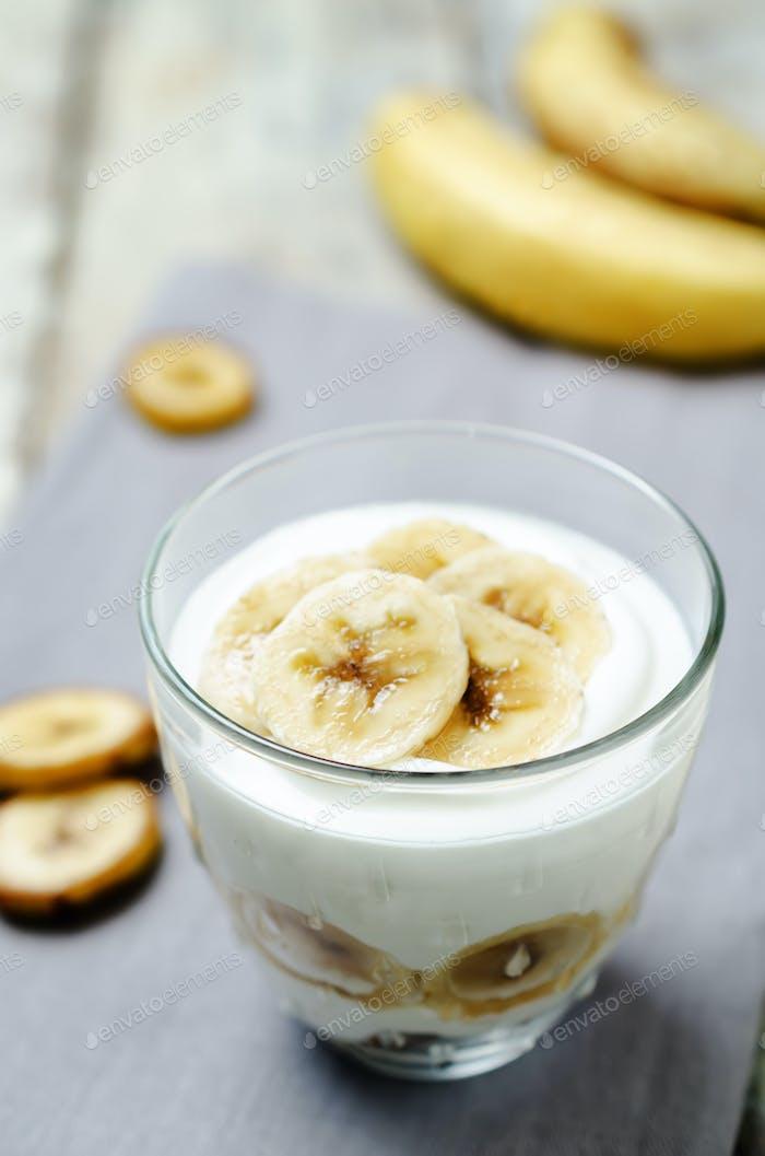 Greek yogurt banana parfaits