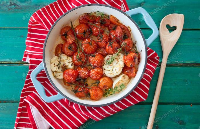Tomaten mit Knoblauch rösten